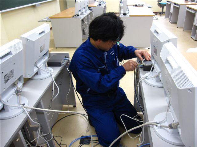 情報端末機設置作業